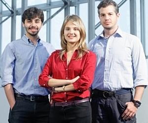 """Empreendedores por natureza - Os cariocas Thiago Brandão (à dir.), Nara Iachan e Lionardo Nogueira, da Cuponeria. Startup vencedora do último """"Sua Ideia Vale Um Milhão""""."""