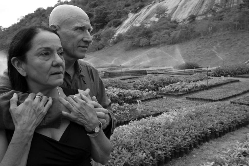 Sebastião Salgado e a esposa Lélia no Instituto Terra, em Minas Gerais
