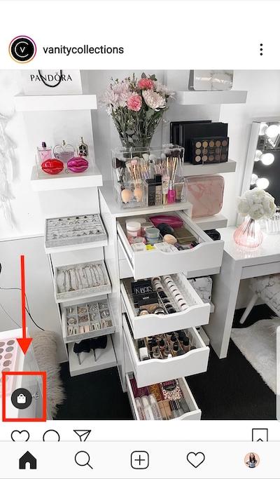 O pequeno ícone da sacola de compras no canto inferior esquerdo indica que a postagem está marcada com produtos disponíveis para compra.