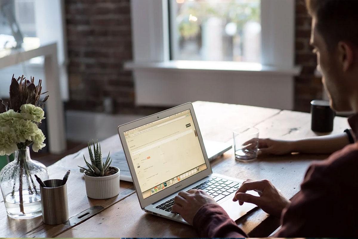 O primeiro passo para iniciar seu negócio online: escolher uma hospedagem online confiável